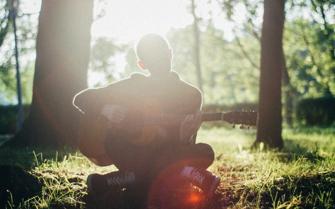 Playing An Acoustic Guitar – Methods To Quicken Learning