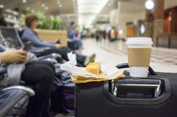 Ten Essential Tips on What to Eat and Avoid at the Airport